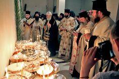 Low Calorie Cake, Greek Desserts, Christmas Balls, Sweets, Recipes, Food, Originals, Prayer, Food Cakes