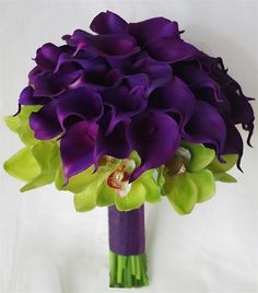Stunning purple calla lilies with green cymbidium orchards - My bouquet? But with white anemones instead of orchids and pink calla lillies Orchid Bouquet, Rose Bouquet, Boquet, Hand Bouquet, Deco Floral, Arte Floral, Wedding Bouquets, Wedding Flowers, Wedding Colors