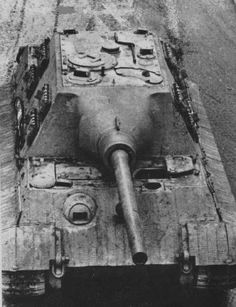 wehrmachtinternetmuseum:  Some great views of a Jagdtiger.