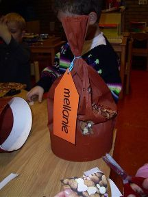 De meeste leerkrachten zoeken elk jaar weer een leuke hoed om het feest van Sinterklaas nog leuker te maken. Kies hier je hoed voor dit jaar uit: Hoeden voor het feest De zak van Sinterklaas: De zak van Sinterklaas beplakt met pepernoten Zwarte Piet ging uit fietsen: Zwarte Piet ging uit fietsen... Lees meer »
