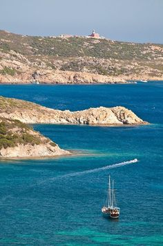 #yachting #yachtboutique #yachts #yachtboutiquehotel #boutiqueholiday #zeilen #zeilvakantie #meezeilen #yachtlife #boatholiday #boating #sardinia #corsica #privatecharter #guletvoyage #bluecruise #yacht #orosei #sardegna #italy #meditteranean #boat  #boating #style #art #holidays #boutique