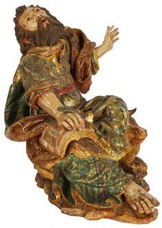 Excepcional e suntuosa imagem espanhola de São Lucas, em madeira ricamente entalhada, policromada e com pintura a ouro, do século XVIII. Medidas 40 x 38 x 26 cm