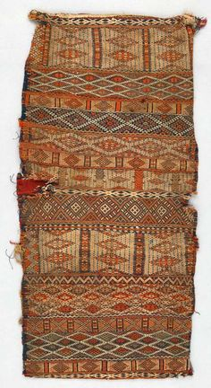 Africa | Cushion cover from the Berber people living in the Middle Atlas Mountains in Morocco | ca. 1900 - 1930 | Wool and cotton; Weft-float, weft-faced, supplementary weft