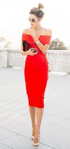 Trying to figure out what to wear to a fall wedding as a wedding guest? Shimmy those bare shoulders this fall at those October and November weddings. The off-the-shoulder sleeve trend - as seen with this red dress - is going strong into autumn fashion and is the perfect demure look for a formal event. | 8 Outfits to Wear to a Fall Wedding