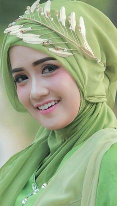 How can I be beautiful with hijab? Steps Figure out which style of hijab works best. Beautiful Hijab Girl, Beautiful Muslim Women, Beautiful Girl Image, Beautiful Indian Actress, Hijabi Girl, Girl Hijab, Beauty Full Girl, Beauty Women, Hijab Collection