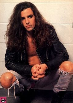 RACHEL BOLAN had this picture on my folder in 8th grade ;) ohh yeeah!