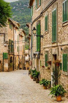 Valdemossa, Mallorca / Spain (by monzaevo).