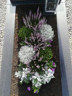 Funeral Flower Arrangements, Funeral Flowers, Front Garden Entrance, Landscape Design, Garden Design, Cemetery Decorations, Magic Bands, Deco Floral, Diy Garden Decor