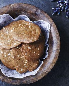 Brunkager af Mette Blomsterberg - få opskriften her! Christmas Snacks, Christmas Baking, Christmas Cookies, Christmas Ideas, Danish Dessert, Danish Food, Pistachio Cake, Little Cakes, Bakery Cakes