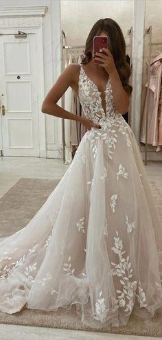 Top Wedding Dresses, Cute Wedding Dress, Wedding Dress Trends, Bridal Dresses, Wedding Gowns, Lace Wedding, Popular Wedding Dresses, Green Wedding, Stunning Wedding Dresses