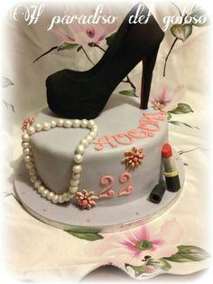 torta di compleanno per una ragazza con una scarpa totalmente in zucchero e rigorosamente numero 36 :-) #CUPCAKE #halloween #solocosebuone #bakery #torte #cake #yummy #sugar art #patisserie #desserts #sweettooth #chocolate #eat #yum #delicious #tasty #hungry #yum #icecream #foodpics #TagsForLike