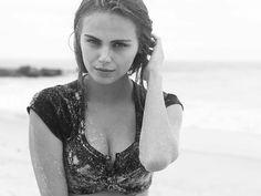 Love Magazine hat das 25-jährige Model Xenia Deli und den Fotografen Drew Jarrett bei einem sinnlichen Dreh am Strand begleitet....