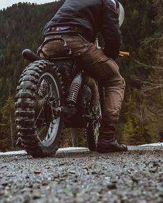 """uglybrosusa: """"@_douglyon test riding No seat #Suzuki with MOTORPOOL  www.uglybrosusa.com/shop . . . . #uglybros_usa #uglybrosusa #ubusa #motorcycle #caferacer #caferacers #bobber #bratstyle..."""