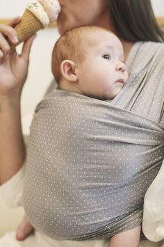 Solly Baby offers the Solly Baby Wrap Carrier a functional & safe Baby Carrier. Baby Gift Wrapping, Baby Shower Wrapping, Baby Carrying, Cute Baby Gifts, Baby Wrap Carrier, Dad Baby, Baby On The Way, Baby Wraps, Baby Outfits Newborn
