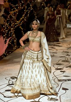 Sonam Kapoor as showstopper for Rohit Bal's http://www.rohitbal.com/ Bridal Collection at Aamby Valley IBFW 2013