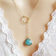 Beautiful lariat necklace with a circle and mint stone. Chain in gold.The necklace measures:Stone: 14.5 x 22.5mmChain: 18 inchesThanks for looking