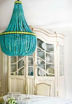 greller azurblauer Kronleuchter mit lime grüne Elemente