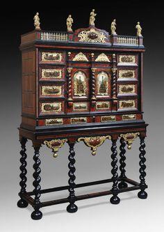 Cabinet Anversais plaqué d'ébène et d'écaille de tortue Cabinet plaqué d'ébène et d'écaille de tortue rouge, bois noirci, filets d'os, agrémenté de panneaux d'albâtre peints à l'huile, et orné de cuivre repoussé doré.