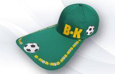 Boné Copa aba de bico de pato B-KO, tecido em brim leve, silkado, regulador plástico, disponível regulador velcro e fivela.
