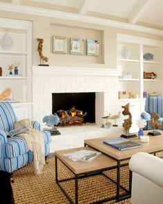 12 Small Coastal Living Room Decor Ideas with Great Style - Coastal Decor Ideas and Interior Design Inspiration Images Beach Cottage Style, Coastal Cottage, Beach House Decor, Coastal Style, Coastal Decor, Cottage Living, Living Room Furniture, Home Furniture, Living Room Decor
