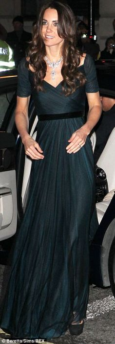 Kate looked ever so regal at a dinner for London's National Portrait Gallery on Tuesday wearing a Jenny Packham gown and a diamond necklace ...