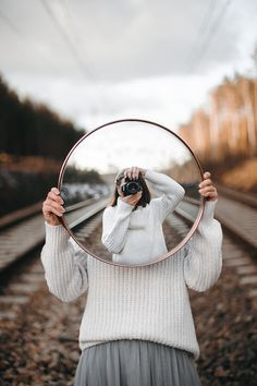 Mirror Photography, Reflection Photography, Photo Portrait, Creative Portrait Photography, Photography Basics, Creative Portraits, Photography Projects, Girl Photography Poses, Artistic Photography