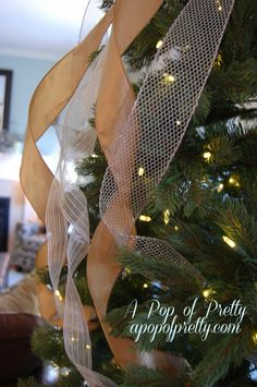 Christmas tree decorating tips - A Pop of Pretty Decor Ideas Christmas Tree Decorating Tips, Decorating Blogs, Christmas Projects, Christmas Tree Decorations, Christmas Ideas, Holiday Ideas, Christmas Stuff, Holiday Parties, Christmas Planning