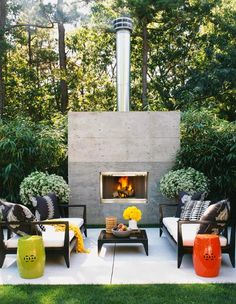 Outdoor Living Room With Fireplace And White Sofa For Interesting And Modern Outdoor Living Space Design For Your Ideas Outdoor Rooms, Outdoor Gardens, Outdoor Living, Outdoor Decor, Indoor Outdoor, Outdoor Lounge, Outdoor Seating, Outdoor Furniture, Outdoor Patios