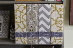 Verwandele FLYT-Zeitschriftenhalter in süße Behälter mit Tafel-Labels. | 37 clevere Arten, Dein Leben mit IKEA-Sachen zu organisieren