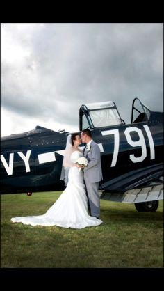 Vintage airport wedding, SNJ/T-6