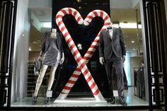 Vitrines Benetton - Paris, décembre 2010 www.instorevoyage.com   #in-store marketing #visual merchandising