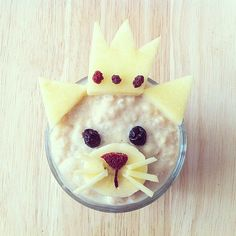 It's a cat, it's a princess — it's fruit-topped cinnamon oatmeal! Source: Instagram user barebarnematen