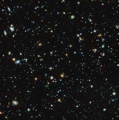 """Una serie di 10 articoli che verranno pubblicati sulla rivista """"Astronomy & astrophysics"""" descrive diversi aspetti dell'indagine spettroscopica più profonda di sempre. Un team internazionale composto da molti ricercatori si è concentrato sul campo ultra-profondo (in inglese Hubble Ultra Deep Field, HUDF) del telescopio spaziale Hubble. Leggi i dettagli nell'articolo!"""