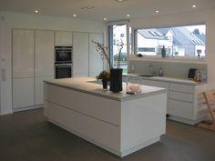Neubau eines Einfamilienhauses mit Garage 50999 Köln : Moderne Küchen von STRICK Architekten + Ingenieure