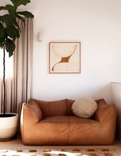 The Design Files: Inside the renovation of a brown brick house Vintage Sofa, The Design Files, Design Blog, Sofa Design, Brown Brick Houses, Mcm House, Interior Styling, Interior Design, Decoration Inspiration