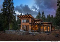 This modern mountain retreat in Northern California's ski country strikes us as an ideal place take in some fresh air and unwind in front of a roaring fire.