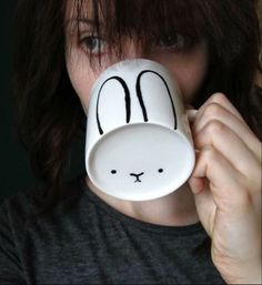 Bunny Ears Mug http://jewelry-and-stuff.blogspot.ca/2014/04/diy-bunny-mug-uradi-sam-solja-sa-zekom.html