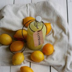 Classic lemon homemade vodka - recipe from 1871 Homemade Vodka Recipe, Vodka Recipes, Christmas Dishes, 21st Birthday, Christmas Traditions, Recipies, Impreza, Food And Drink, Cooking
