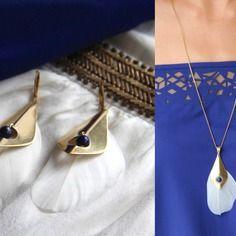 Parure plumes blanches, losange en laiton brut (doré) & perles de lapis-lazuli - bijou ethnique chic bleu élégant / Myo jewel