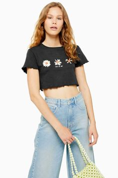 Look fresh as a daisy with this short sleeve cropped top with three daisy motifs and lettuce hem. Crop Image, T Shirt Image, Topshop Outfit, Shirt Price, Jeans Fit, Dress Brands, Daisy, Crop Tops, Carousel