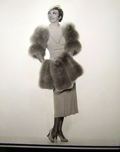 Claudette Colbert <3 1930's... Right down to the shiny stockings.
