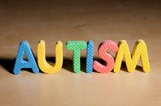 Cu toate acestea,copiii cu autism sunt rareori diagnosticaţi înainte de 3 ani, deşi specialiştii susţin că primele semne pot fi observate începând cu 6 luni