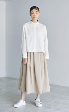 Discover recipes, home ideas, style inspiration and other ideas to try. Japanese Minimalist Fashion, Minimalist Fashion Women, Minimal Fashion, Minimale Kleidung, Uniqlo Style, Muji Style, Hijab Stile, Japan Fashion, India Fashion