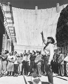 Hoover Dam one of the wonders of the world in its time Vintage Pictures, Old Pictures, Hoover Dam Construction, Energy Pictures, History Books, Study History, Arizona Travel, Famous Landmarks, Vintage Photographs