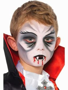 Paso a paso maquillaje vampiro. Maquillaje infantil de Halloween - Lilly is Love Face Painting Halloween Kids, Face Painting For Boys, Face Painting Designs, Maquillage Halloween Vampire, Halloween Eye Makeup, Halloween Make Up, Kids Makeup, Makeup Set, Dracula Makeup