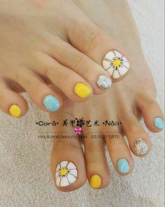 Pin by edith gonzalez on pies nail designs pedicure nails toe cute feet Pretty Toe Nails, Cute Toe Nails, Fancy Nails, Nice Nails, Feet Nail Design, Toe Nail Designs, Toe Nail Color, Toe Nail Art, Pedicure Nail Art