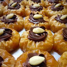 Greek Baklava, Turkish Baklava, Baklava Cheesecake, Baklava Recipe, Dessert Drinks, Dessert Recipes, Chocolate Baklava, Cream Puff Cakes, Greek Cake