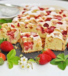 Proste, szybkie ciasto z truskawkami i rabarbarem