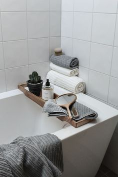 If you have a small bathroom in your home, don't be confuse to change to make it look larger. Not only small bathroom, but also the largest bathrooms have their problems and design flaws. Bathroom Towels, Bathroom Storage, Bathroom Interior, Bathroom Canvas, Bathroom Closet, Condo Bathroom, Bathroom Laundry, Remodel Bathroom, Bathroom Cabinets