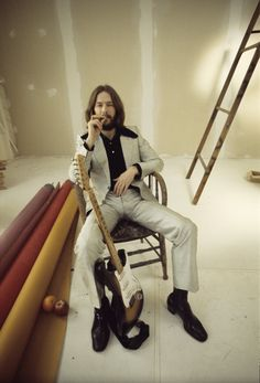 Eric Clapton during the cover shoot for his debut album (1970, photo by Barry Feinstein).